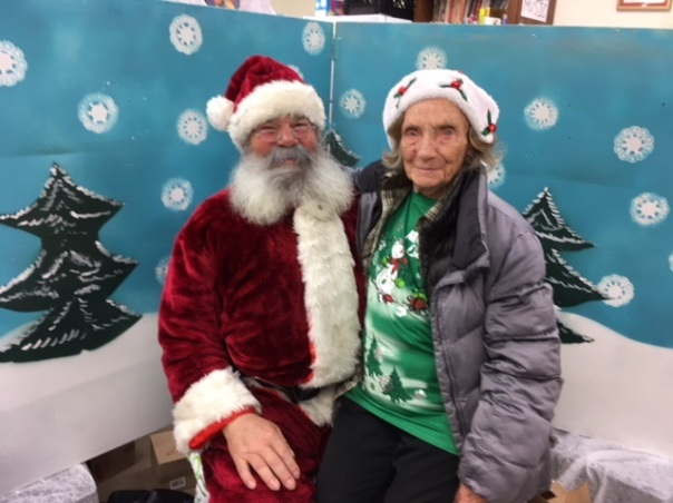 Ss santa with volunteer